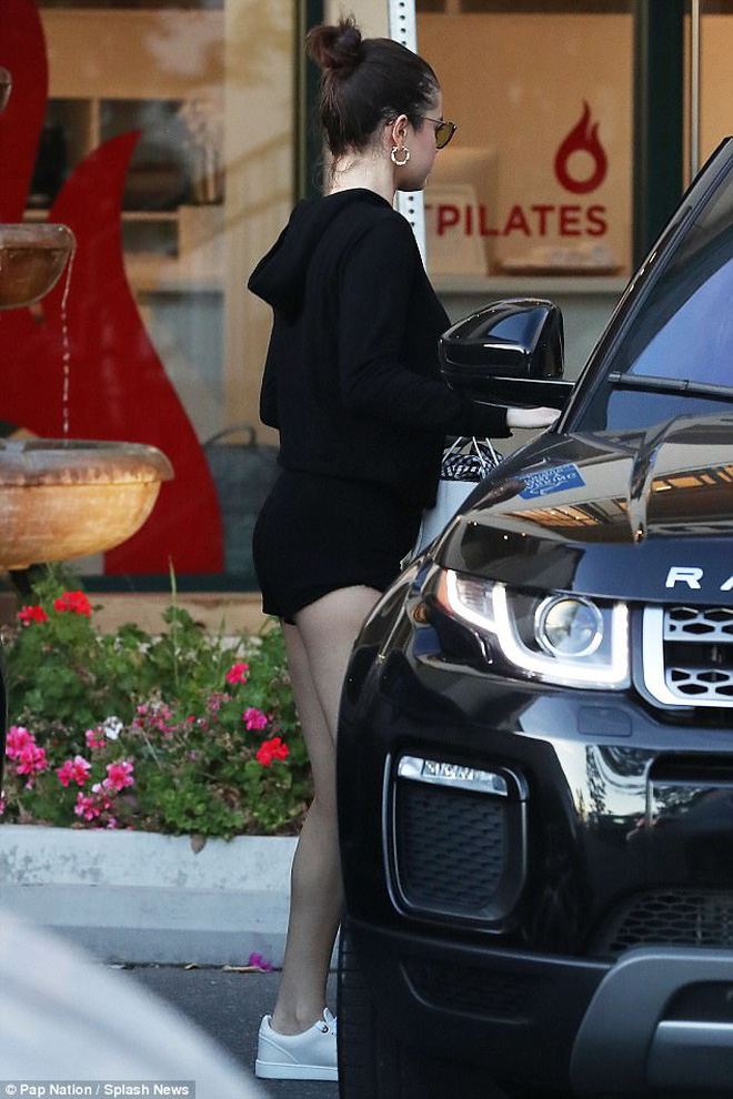 Cả MXH náo loạn vì Selena Gomez và Chris Evans lộ hình nét căng mùi mẫn trong xe không khác gì tình nhân?-6
