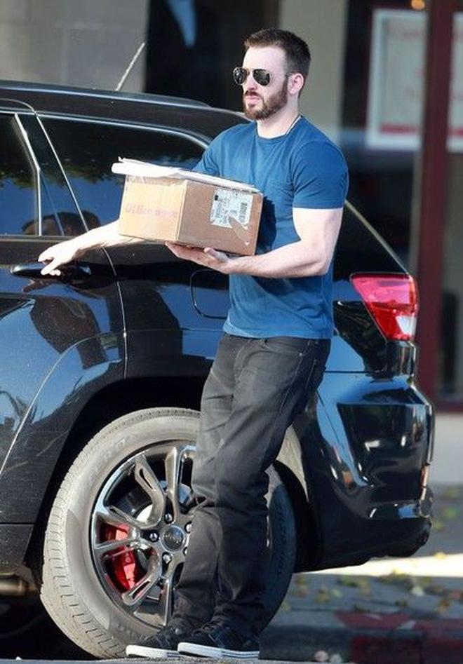 Cả MXH náo loạn vì Selena Gomez và Chris Evans lộ hình nét căng mùi mẫn trong xe không khác gì tình nhân?-5
