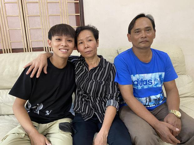 Bố mẹ ruột Hồ Văn Cường làm gì khi còn ở nhà Phi Nhung, được trả bao nhiêu và cuộc sống thế nào?-1