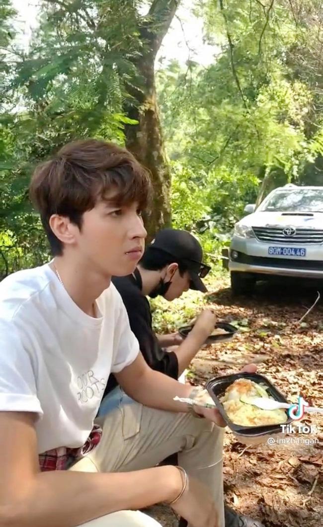 11 tháng 5 ngày: Khả Ngân tình tứ bón cho Thanh Sơn ăn trong hậu trường, bảo sao fan không đẩy thuyền-3