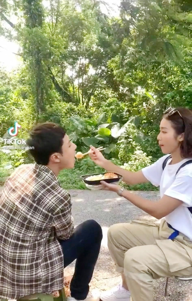 11 tháng 5 ngày: Khả Ngân tình tứ bón cho Thanh Sơn ăn trong hậu trường, bảo sao fan không đẩy thuyền-1