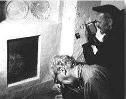 Xây nhà trên phần đất mộ tập thể của tử tù 700 năm trước, gia đình run cầm cập khi liên tục phát hiện cảnh rợn người, cứ xóa lại có-5