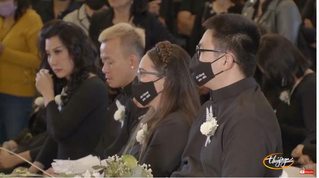 Tang lễ cố ca sĩ Phi Nhung ở Mỹ: Việt Hương khóc nức nở trong vòng tay Wendy Phạm, tiết lộ di nguyện cuối cùng của cố nghệ sĩ-58