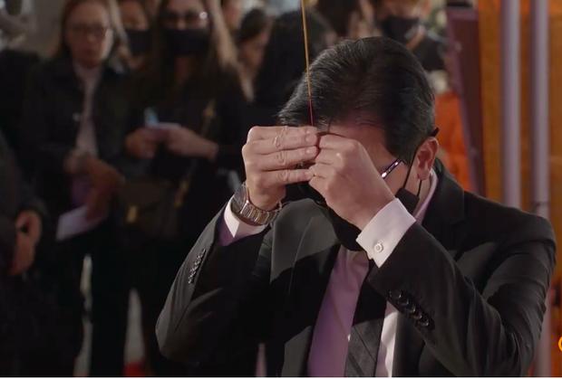 Tang lễ cố ca sĩ Phi Nhung ở Mỹ: Việt Hương khóc nức nở trong vòng tay Wendy Phạm, tiết lộ di nguyện cuối cùng của cố nghệ sĩ-34