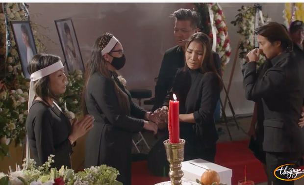 Tang lễ cố ca sĩ Phi Nhung ở Mỹ: Việt Hương khóc nức nở trong vòng tay Wendy Phạm, tiết lộ di nguyện cuối cùng của cố nghệ sĩ-28