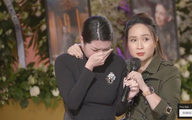 Tang lễ cố ca sĩ Phi Nhung ở Mỹ: Việt Hương khóc nức nở trong vòng tay Wendy Phạm, tiết lộ di nguyện cuối cùng của cố nghệ sĩ-30