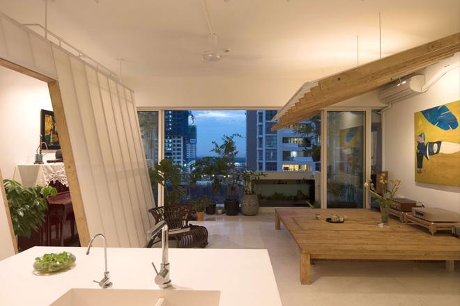 Căn hộ Quận 2 Sài Gòn làm vách nghiêng độc đáo giữa nhà, dù ở tầng 14 nhưng rộng thoáng không kém nhà mặt đất-3