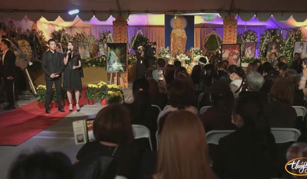 Tang lễ cố ca sĩ Phi Nhung ở Mỹ: Việt Hương khóc nức nở trong vòng tay Wendy Phạm, tiết lộ di nguyện cuối cùng của cố nghệ sĩ-15