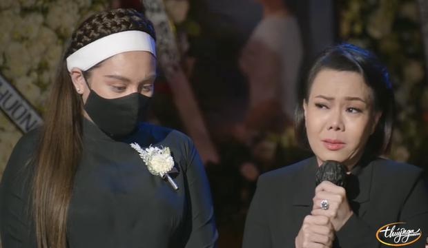 Tang lễ cố ca sĩ Phi Nhung ở Mỹ: Việt Hương khóc nức nở trong vòng tay Wendy Phạm, tiết lộ di nguyện cuối cùng của cố nghệ sĩ-13