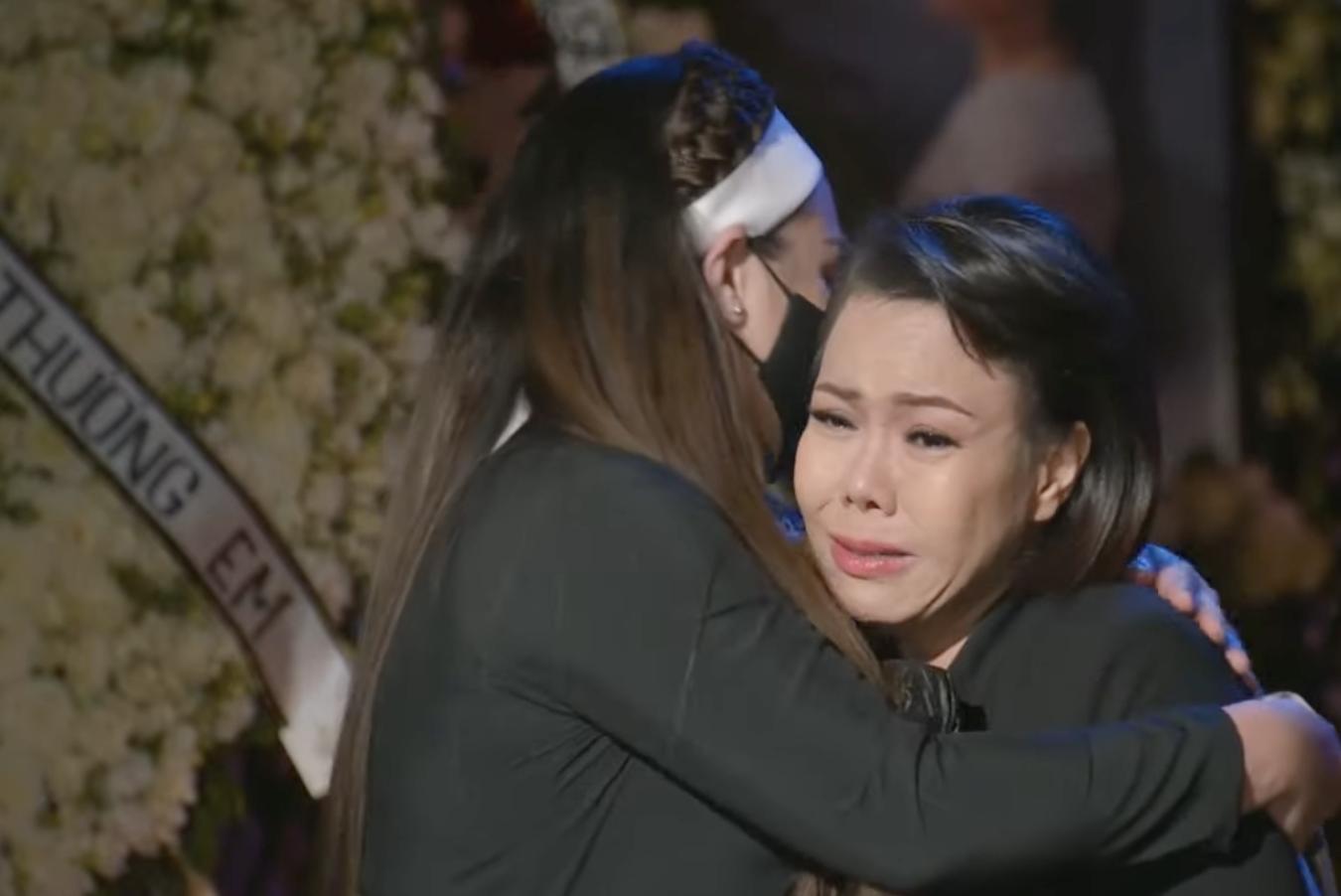 Việt Hương ráng gồng không khóc nhưng nước mắt ứa như mưa, tự trách bản thân 1 việc liên quan đến Phi Nhung-1