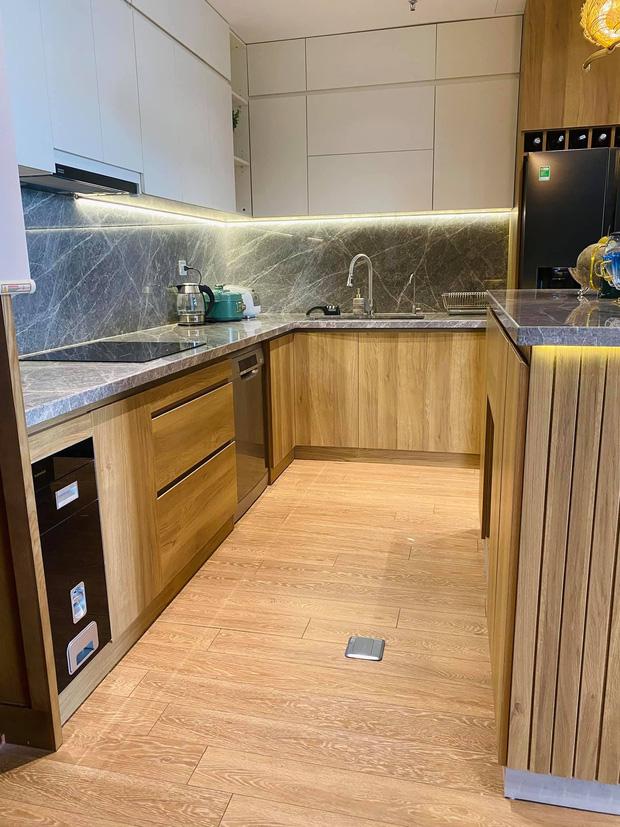 Dân mạng khen hết lời căn bếp có hệ thống tủ giấu sạch đồ đạc: Gọn gàng, thoáng mát và lúc nào cũng sạch đẹp như mới-2
