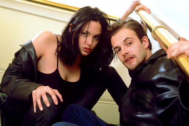 Angelina Jolie lại đi hẹn hò với chồng cũ, lộ ảnh trong xe làm dân tình rần rần: Liệu có tái hợp sau 20 năm?-9