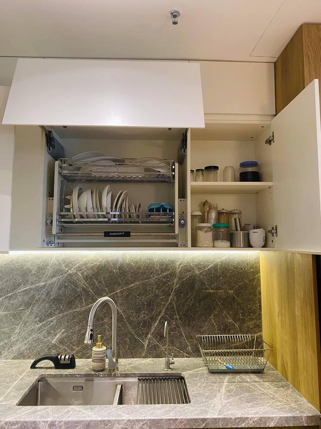 Dân mạng khen hết lời căn bếp có hệ thống tủ giấu sạch đồ đạc: Gọn gàng, thoáng mát và lúc nào cũng sạch đẹp như mới-5