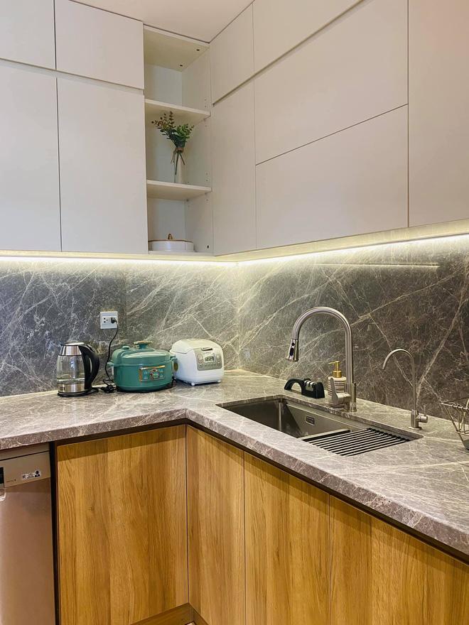 Dân mạng khen hết lời căn bếp có hệ thống tủ giấu sạch đồ đạc: Gọn gàng, thoáng mát và lúc nào cũng sạch đẹp như mới-6