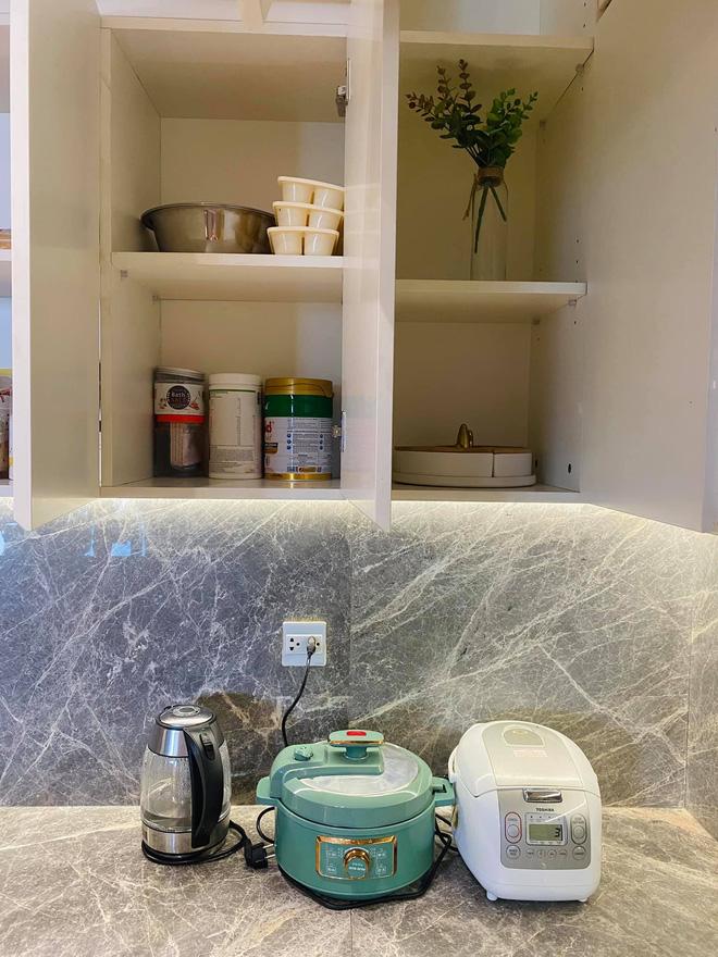 Dân mạng khen hết lời căn bếp có hệ thống tủ giấu sạch đồ đạc: Gọn gàng, thoáng mát và lúc nào cũng sạch đẹp như mới-7
