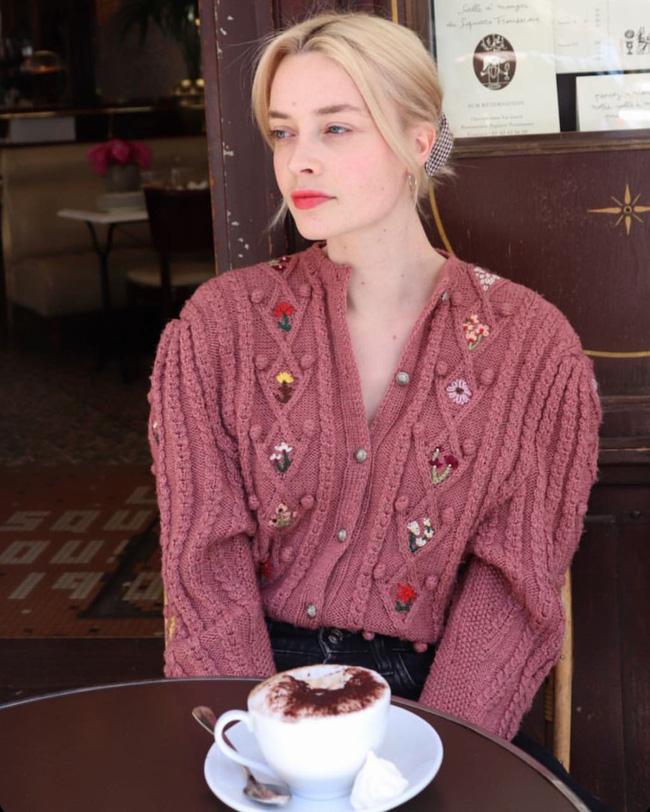 Trời se lạnh, học 12 cách diện áo cardigan sang chảnh của gái Pháp là chuẩn không cần chỉnh-1