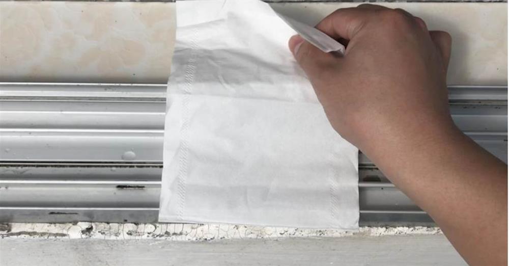 Rắc một nắm muối và đặt mảnh giấy ở bệ cửa sổ sẽcó tác dụng bất ngờ, giúptiết kiệm được nhiều tiền mỗi năm-2