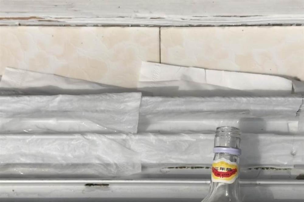 Rắc một nắm muối và đặt mảnh giấy ở bệ cửa sổ sẽcó tác dụng bất ngờ, giúptiết kiệm được nhiều tiền mỗi năm-5
