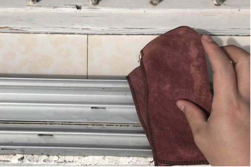 Rắc một nắm muối và đặt mảnh giấy ở bệ cửa sổ sẽcó tác dụng bất ngờ, giúptiết kiệm được nhiều tiền mỗi năm-7