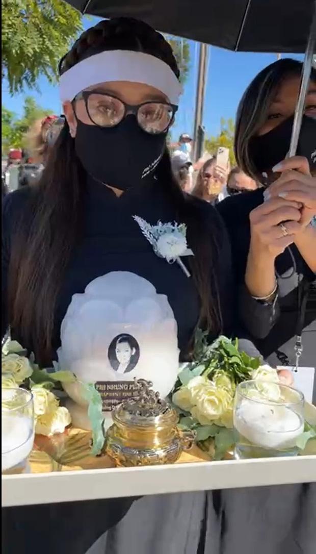 Con gái ruột Phi Nhung nói lời cảm tạ, rất xúc động vì 1 điều sau tang lễ của mẹ-2