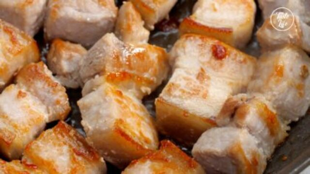 Thịt ba chỉ om với nguyên liệu dễ kiếm này cực tốn cơm, ăn hoài không biết chán-4