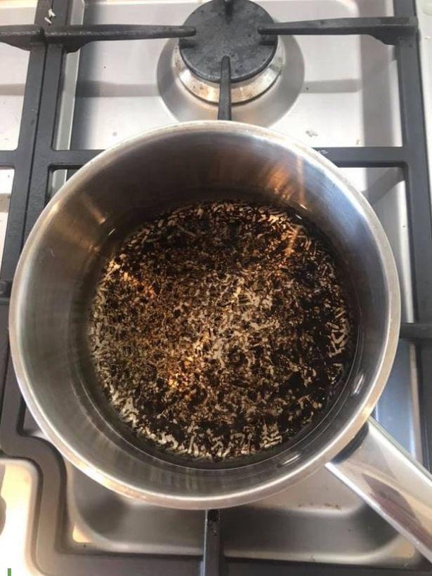 Không cần cọ rửa, chảo cháy khét, bám đen đến mấy cũng sạch bong, sáng bóng nhờ cách cực dễ này-3