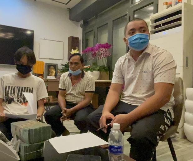 Hồ Văn Cường chỉ mặc 1 chiếc áo trong suốt 10 ngày từ dự lễ cầu siêu, nhận tiền cát-xê đến đi ra ngân hàng-5