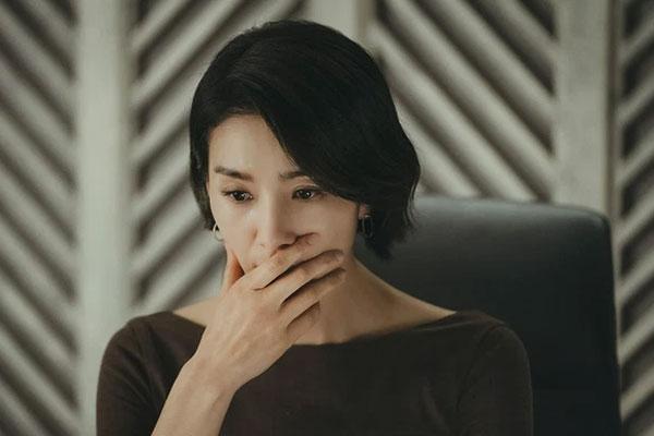 Nhìn anh trai thẫn thờ hỏi bao giờ chị dâu đi công tác về, tôi quặn thắt tim gan mà không thể nói ra sự thật-1