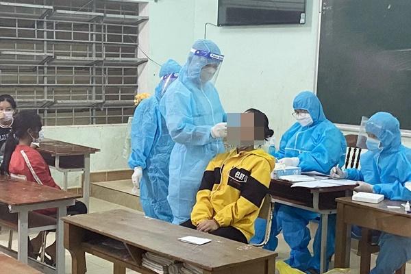 Phát hiện 22 em học sinh trường bán trú nhiễm Covid-19-1