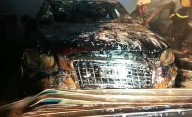 Cháy garage ô tô, 3 xe sang gồm Range Rover và Audi bị nướng chín-2