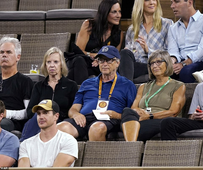 Tỷ phú Bill Gates công khai xuất hiện bên kẻ thứ 3 sau khi ly hôn, vợ cũ của ông có màn đáp trả sâu cay-1