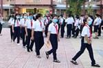 Cho học sinh đến trường tại những vùng kiểm soát được dịch ngay trong tháng 10