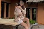 Phanh Lee khoe thần thái 'gái 1 con, trông mòn con mắt' bên con gái mới sinh được hội chị em khen nức nở vậy mà vẫn có điều tự ti về bản thân