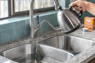Nước sôi không chỉ để uống, công dụng của nó khiến nhiều người cấp tốc làm ngay khi biết