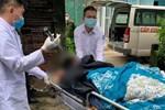 Quảng Ninh: Người đàn ông bị chém, được đưa đi cấp cứu trong tình trạng nguy kịch, dao vẫn dính vào đầu