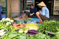 Trời mưa giá rau ở Hà Nội 'tăng phi mã', rau muống 24 ngàn/mớ