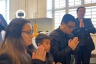 Clip con gái Phi Nhung nghẹn ngào trước bàn thờ, hứa sẽ giải oan cho mẹ