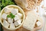 Người làm đậu phụ lâu năm chỉ cách phân biệt đậu phụ sạch và loại có chứa thạch cao, ai cũng cần biết